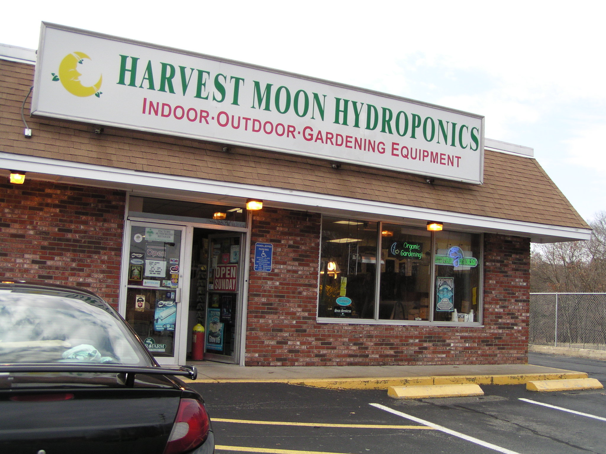 Harvest moon hydroponics foxboro ma massachusetts 02035 hydroponic grow shops garden centers for Garden city stores ri