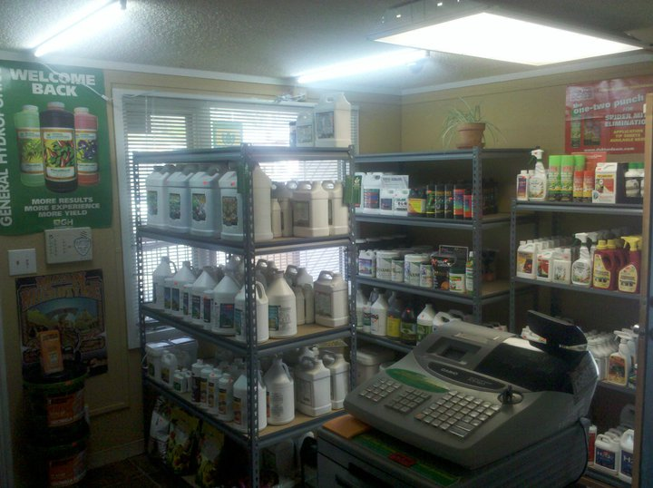 Under the sun hydroponics clearlake oaks california ca 95423 hydroponic grow shops garden for Garden city stores ri